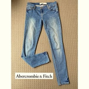 Abercrombie & Fitch low rise skinny jeans size 25